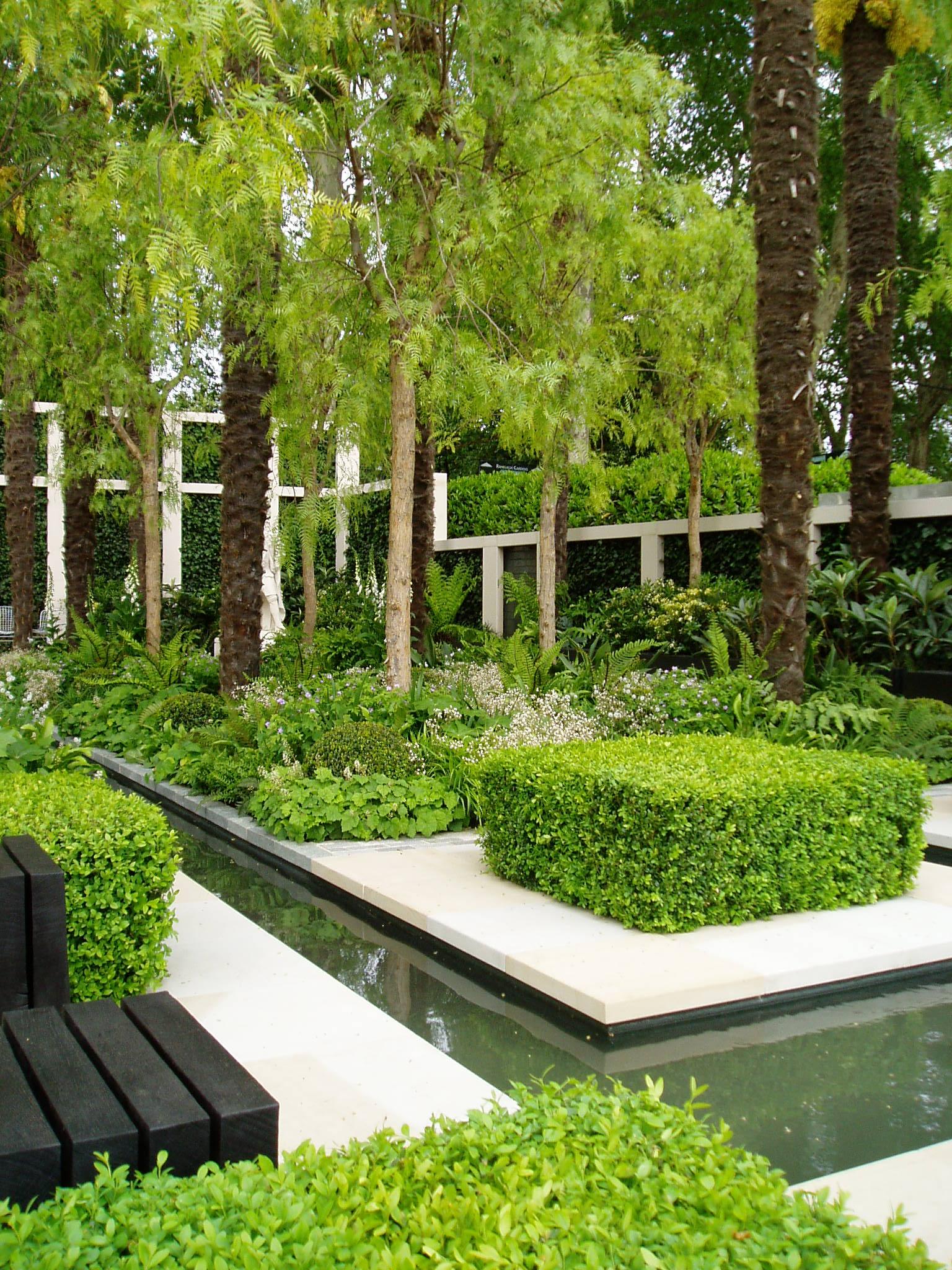 Bespoke joinery london bespoke garden rooms structures - Jardin con estanque ...